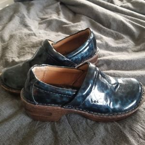 boc | shiny blue clogs